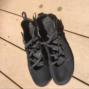 Beautiful Clark water shoes size 8.5